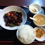 39540618 - 黒酢酢豚定食