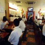 栄記 香辣坊 - 人気店ですな。午後12時15分ごろ。