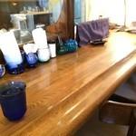 魔笛 - テーブル席は満席、カウンター席しか空いていませんでした
