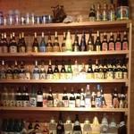 ハイサイ食堂 - 泡盛・古酒など勢ぞろい