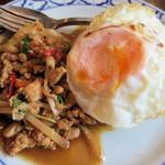 ライカノ - 鶏肉のホーリーバジル炒め