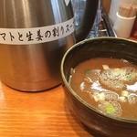 土竜 - 割りスープは、トマトと生姜が入っているのでさっぱりする