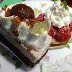 Souvenir - 栗とチョコのケーキ、イチゴタルト★       タルト生地の中に練乳クリームが入っていて美味しい .:*☆('v`*艸) .:*☆