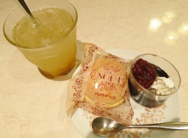 ゴルド カフェ - ゆず茶にはケーキとコーヒーゼリーが付きます☆