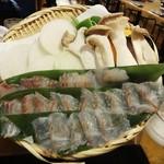 39569302 - 「旬鯛の溶岩焼きしゃぶ」鯛は刺身でも食べられますが、やはり、焼きしゃぶにして すだちポン酢で頂ます。野菜森も焼きしゃぶで一緒に頂きます。