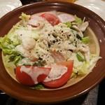 39569304 - 「蒸し鶏とおぼろ豆腐のシザーサラダ」です。