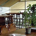 ビアカフェあくら - テーブル席24名(最大)、カウンター8席、テラスカウンター(4席)