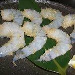 ゆうき家 - エビのガーリック焼 409円 ぷりぷりのエビがたまりません。