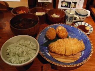 かつ吉 新丸ビル店 - 盛り合わせ定食(ロースかつ+フライ)