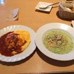 cafe&Dining Bar haco - ハーフパスタ&ハーフオムライスセットなり
