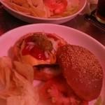 ブギーカフェ - チーズバーガーとハンバーガー。600円~