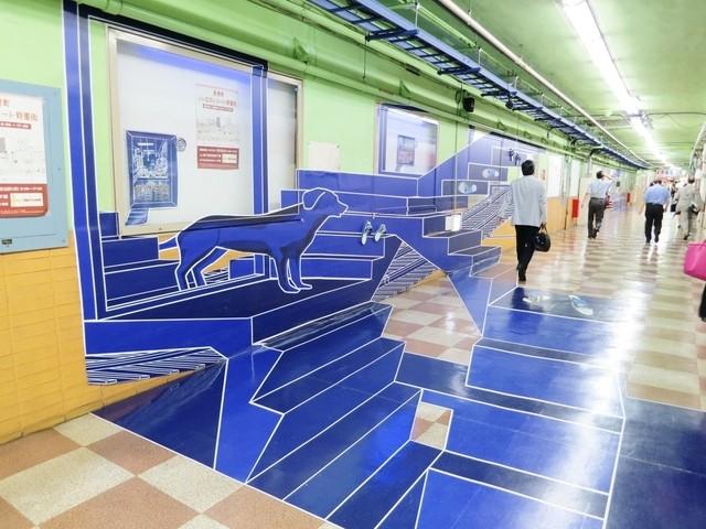伏見珈琲館 - 壁面と床に貼られたシートはカメラで撮影すると立体的になるトリックアート☆