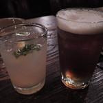 ジャンゴ - ビールはバスペールエール。しっかりとした濃い味ビールだよ。 自家製ジンジャーエールはしょうががものすごく濃厚で美味しい。 しょうが好きにはたまらない一品です!