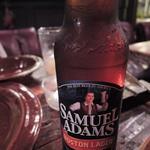 ジャンゴ - スペアリブと一緒にアメリカボストン地ビール、 サミュエルアダムスを頂きました。 こちらはあっさり風味のビールです。 う~ん、ボキ幸せ~♪♪