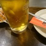 めっせ熊 - めっせ熊の生ビールとサービスのキムチ(税別482円)