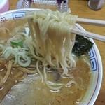三平ラーメン - 麺はこんな感じです