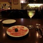 カラテッロ - 生ハムとイタリアン白ワイン。