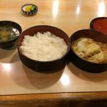 長寿庵 - かつ煮弁当です。お味はかつ丼と同じ?と私は思います。別々に食べるのも良いです。