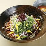 ミミガーと水菜のハリハリサラダ