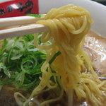 金太郎らーめん - 多加水系の中太麺