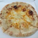 ピザリア - 料理写真:クアトロフォルマッジ