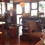 カフェ・ロウライフ - 落ち着く店内