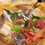 くさかべ - 料理写真:港から直送の鮮魚を刺身で、お勧めです。
