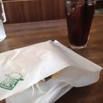 ライオン ダンス - ベールに包まれた サンドイッチ と        限定4杯の 水出しアイスコーヒー(^O^☆♪