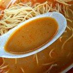 博多麺王 唐津店  - 赤ミソが溶け込んだスープはけっこう辛いですよん