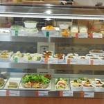 スマイルデイズ -  お惣菜の並べられたショーケース.