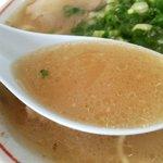 一竜軒 - 濃厚ながら、ズルズルり行ける豚骨スープ。まいう~w