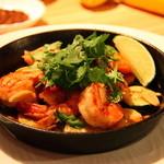 CAY - ガーリックシュリンプと季節野菜のソテー