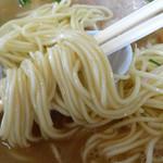 ラーメン楽 - 「チャーシューメン」ストレートの細麺