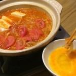chambre - 名物chambre鍋。生卵に付けて。食べた事のない絶妙な味。〆はラーメンで!