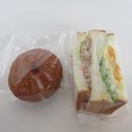 HOKUO - 北欧カレーとダブルタマゴ&テリヤキチキンサンド包装状態