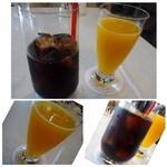 グランジュール - ◆アイスコーヒー(950円)・・普通のアイスコーヒーです。 ◆フレッシュ オレンジ ジュース(1200円)・・氷が入っていないのでオレンジそのままの美味しさですね。