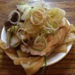 特麺コツ一丁ラーメン - おつまみ(チャーシュー片とメンマ) 100円