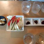 浦和新井商店 - 【2015年6月】クリームチーズの麦味噌漬け190円と季節野菜の利き味噌セット300円