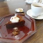 ククリ - ラムレーズンチョコケーキ450円