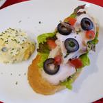 カフェ ペリーニ - オープンサンドイッチ ハーブチキン
