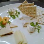 39611979 - チーズ盛り合わせ \1,500