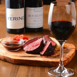 赤身肉を赤ワイン