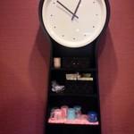 39613364 - お兄さんの古時計はちゃんと動いています