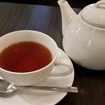 りんごらいふ - 紅茶(ポットサービス)。