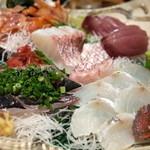 えんざ - 刺身の盛り合わせ「鰹/コチ/メジ鮪/真鯛の松皮造り/赤貝/鯵」(2015.Jul.)
