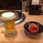 39619832 - とりあえず 生ビールと 白菜キムチ