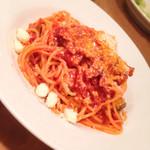 サポセントゥ ディ アキ - 茄子とベーコンのピリ辛トマトソース