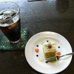 神戸浪漫 ハイカラ亭 - 「神戸オムライスセット」(1,230円)にすると、ドリンクとプチデザートが付きます。