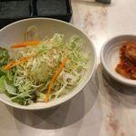 溶岩炭焼肉 燦然 - 燦然3種定食のサラダ