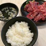 溶岩炭焼肉 燦然 - 燦然3種定食のライス、スープ、お肉